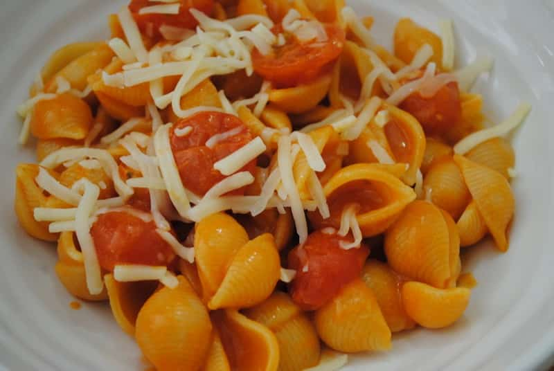 Easy Cheese and Tomato Pasta
