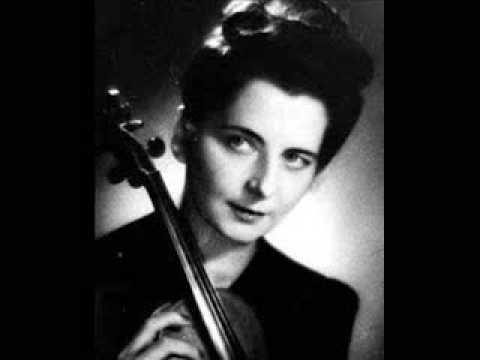 Гражина Бацевич с скрипкой