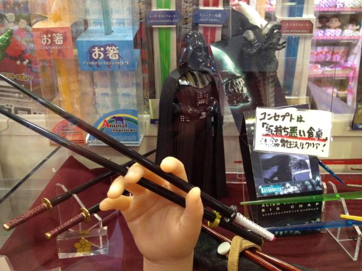 Per spiegare a Darth come si usano le bacchette a forma di katana