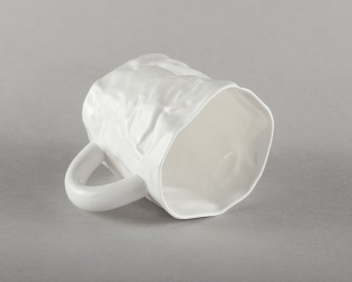porcelain-crumpled-mug-handmade