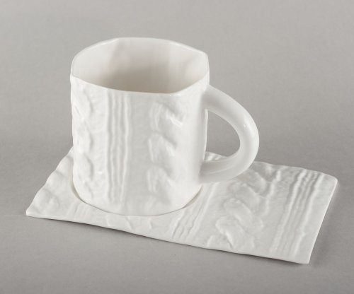porcelain-saucer-with-plaits-knitted