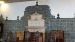 Dans plusieurs pièces, les murs sont recouverts de magnifiques motifs en faïence (azulejos).