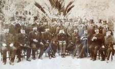 Une des photographies d'époque se trouvant dans le palais. Concours de moustaches !