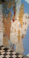 Au fil du temps, les papiers peints s'accumulent les uns au-dessus des autres, tout comme les revêtements de sol. Ils permettent aux locataires d'égayer et de personnaliser un peu les corons de la Cité des Electriciens (Bruay-la-Buissière). Photo perso de 2019.