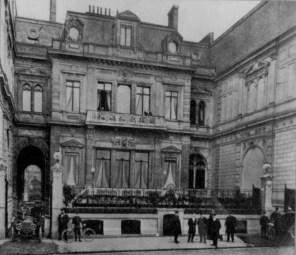 Vue de l'Hôtel de la Païva, avenue des Champs-Elysées, Paris.