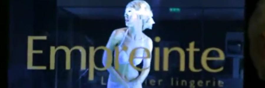 Un mannequin holographique à Paris