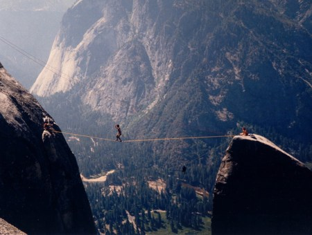 Sourcehttp://slackline.net/?page_id=9&album=1&gallery=3
