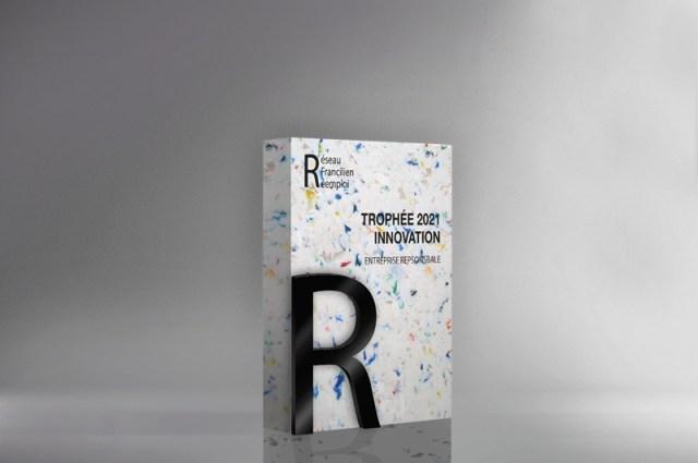 trophée blanc pailleté, trophée en plastiques recyclés, bloc rectangulaire avec pièce découpe à la laser, impression numérique de personnalisation noire
