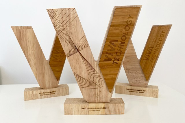 trophée en bois victoire, viva technology, forme V, 3 trophées, studio l'ingrédient