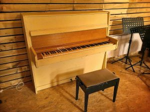 BAM-Piano-droit-bastringue