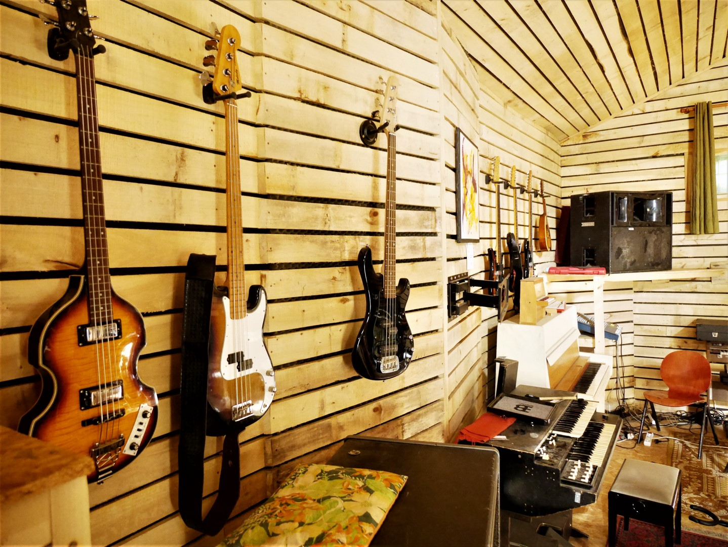 studio-la-boite-a-meuh-oct-2019-guitares
