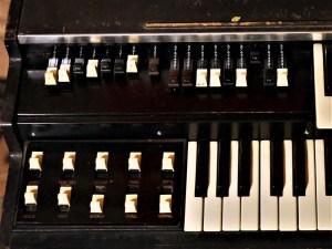 studio-la-boite-a-meuh-orgue-hammond-l100p-tirettes-et-boutons