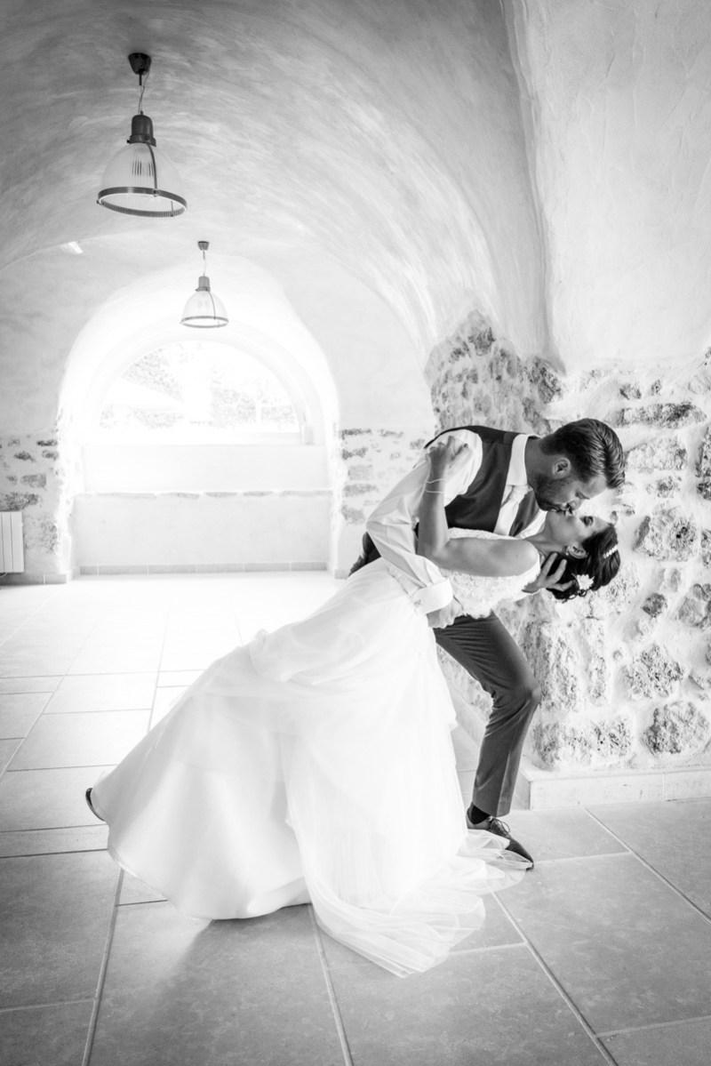 007_lm_20170712-114012_baiser_mariage_par-ludovic-maillard_studio-sud
