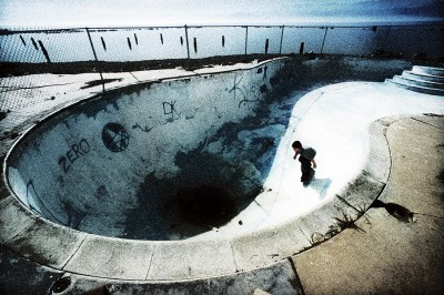Lifestyle Photography - Skateboarder in Empty Pool ...