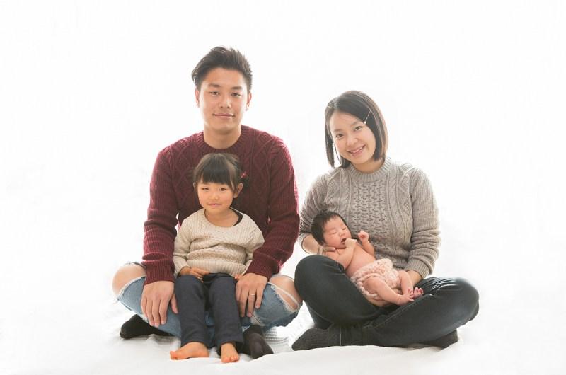 赤ちゃんだけではなく、ご家族、兄弟も<br /> 撮影料かからず撮影させていただきます<br /> お子様が大きくなったときご家族との写真があると、<br /> 大きな愛情を感じる事でしょう!!