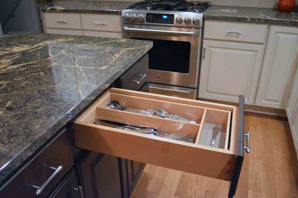 Kitchen cabinets with dovetail drawers