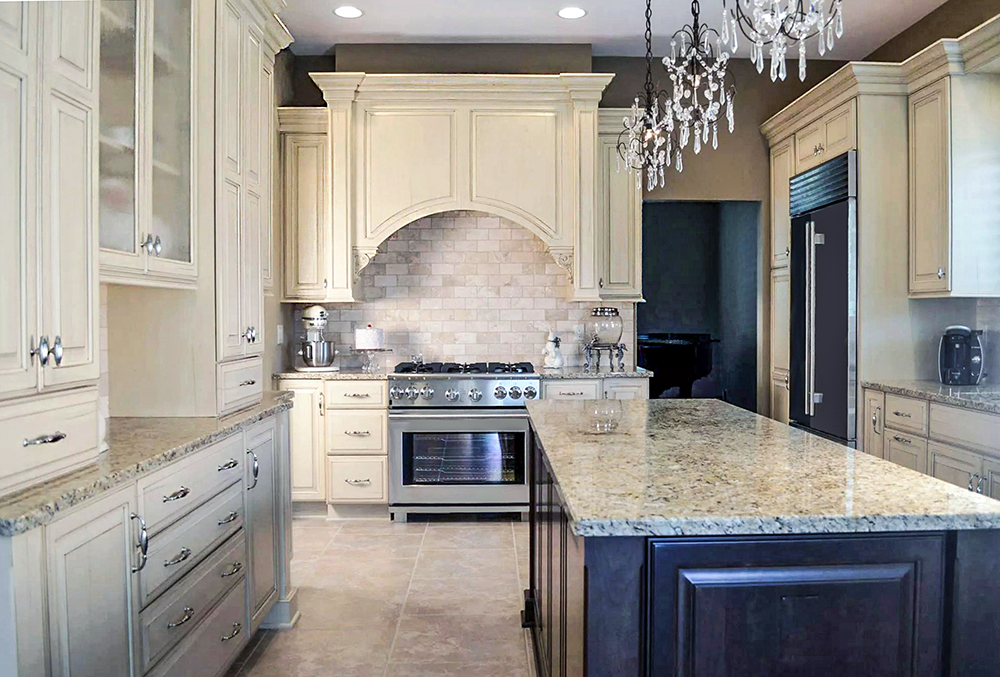 Traditional kitchen design in Cleveland condo