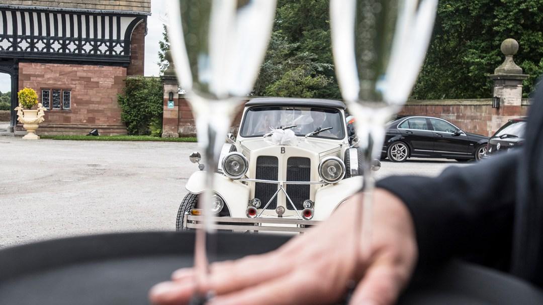 champagne-glasses-wedding-car