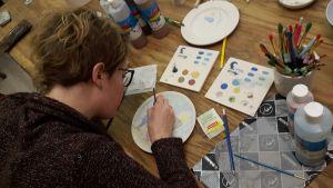 Manon aan het werk bij Studio 'Altijd Lente'