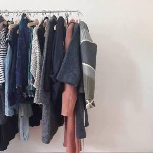 rek met duurzame kledij studio ama