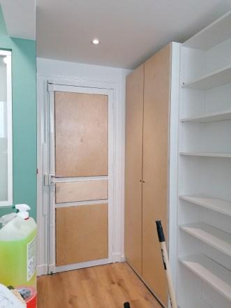 une porte raccord au portes de placards