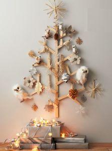 árboles de navidad originales con maderas y blancos