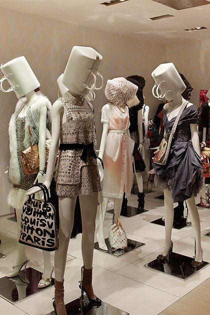 Vestir grupos de maniquíes con un concepto claro