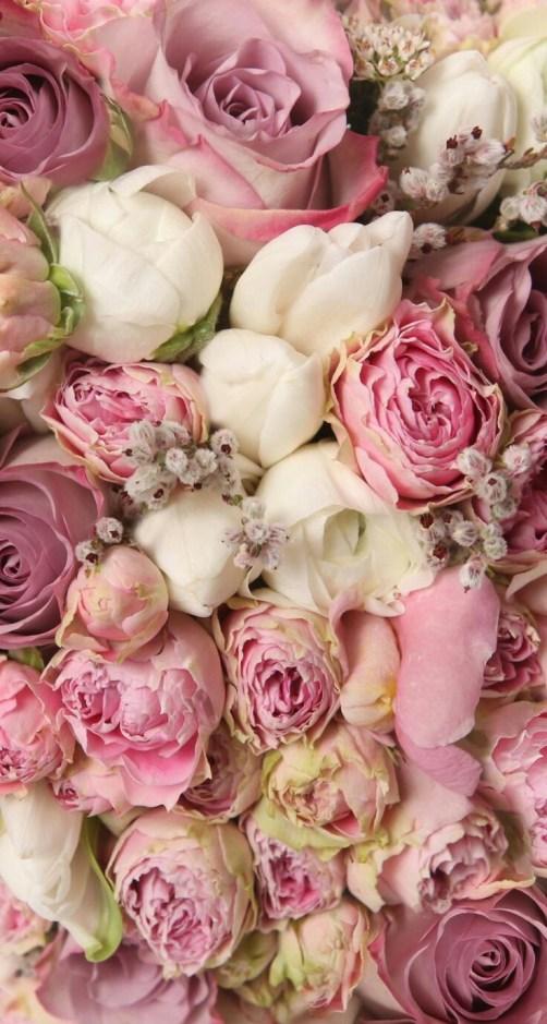 Las flores como protagonistas en decoraciones de escaparates