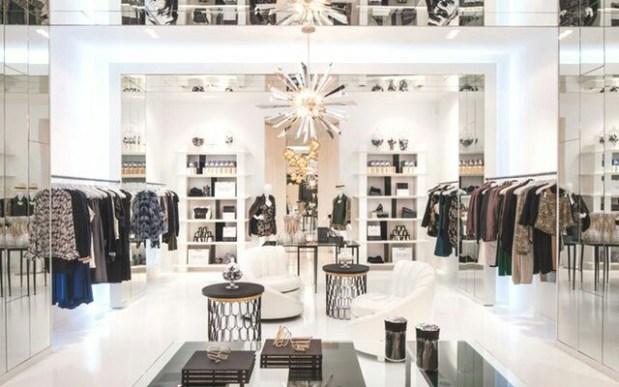 interior de tienda luminoso y amplio con ambiente de lujo