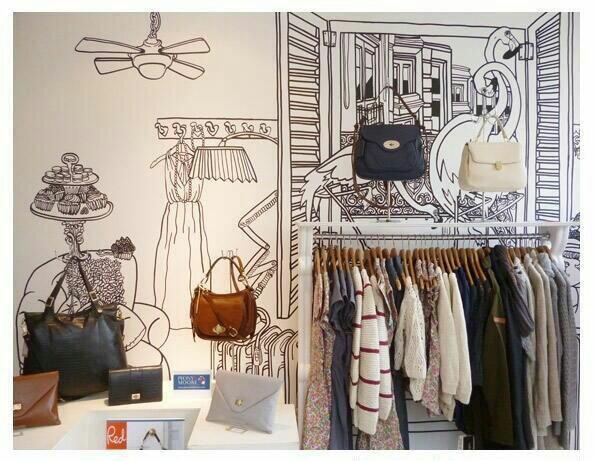 interior de tienda con tendencias en decoración de hand painted