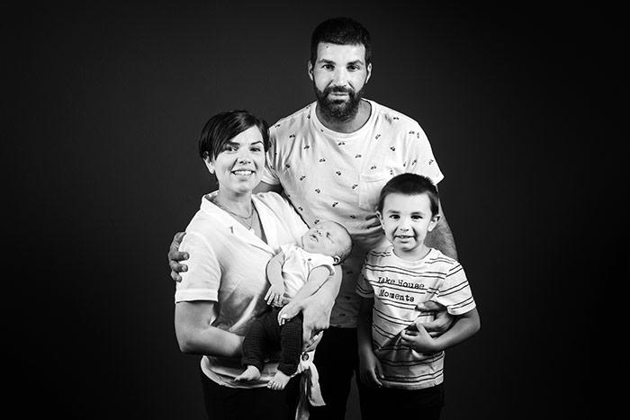 Photographie nouveau-né en famille