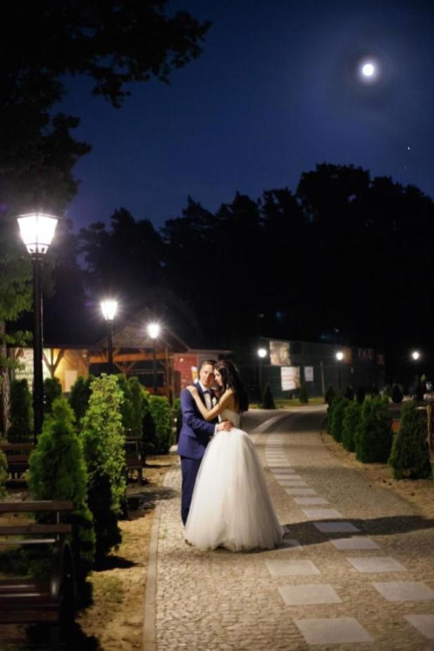 Sesja ślubna w promieniach księżyca
