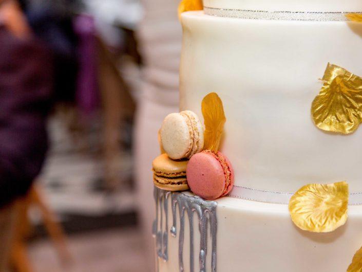 gateau de mariage avec macarons