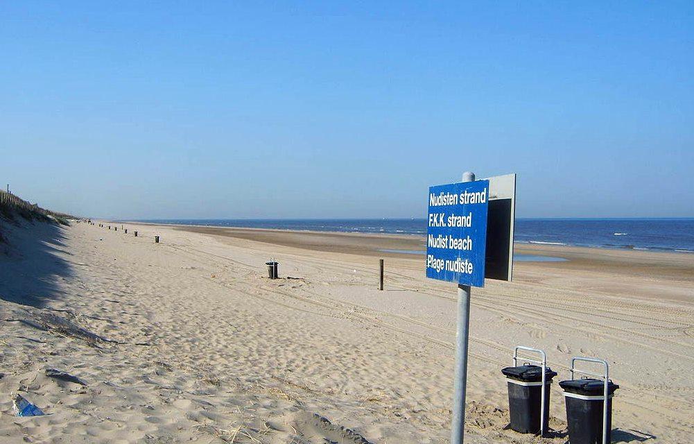 Nudist beach etiquette