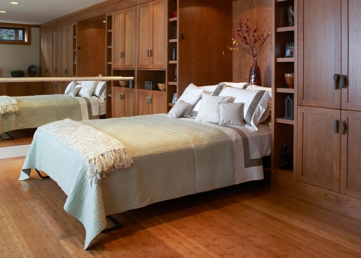 Murphy bed in an exercise room