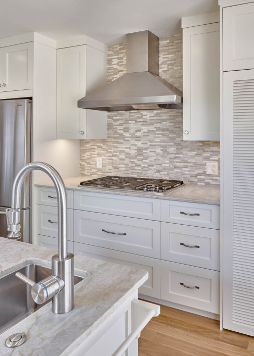 Transitional kitchen with tiled backsplash