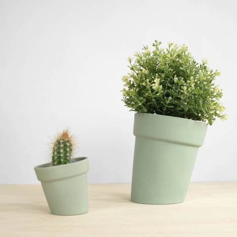 One of the other flowerpots we have, available in two different sizes