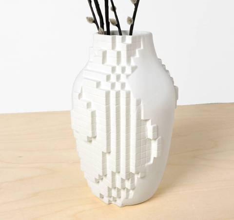 A new arrival in our webshop! the Pixel Vase! A combination of analog and digital. The vase is half organically shaped and half pixelized. Now for: €126