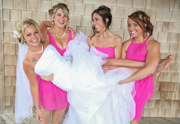 bridesmaids_holding_bride_nagshead_beach_house_obx