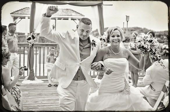 just_married_wedding_black_and_white