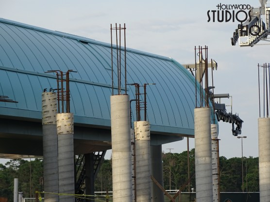 Crews have finished a large cement structure on one end of the Park's arrival and departure station since the last update. In addition, several columns have appeared on the side of the large green station dome roofing. Check weekly here at Hollywood Studios HQ for the most up to date coverage of this project. Disney's Hollywood Studios. Photo by John Capos