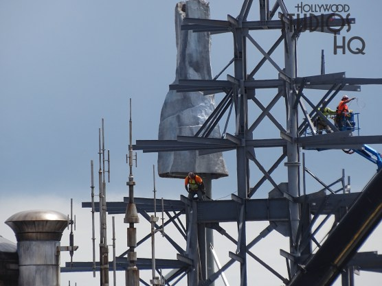 Construction workers located high above the future Black Spire Outpost Village are continuing metal fabrication on the Planet Batuu mountain areas. Meanwhile, crews have completed the outside layer on a good portion of one of the main temple's roof surface, as pictured below. Construction efforts are also directed inside the mountain areas as visible in the update photos. A new rock formation has emerged behind construction barriers where the Planet Batuu borders at Toy Story Land. Star Wars: Galaxy's Edge. Disney's Hollywood Studios. Photo by John Capos