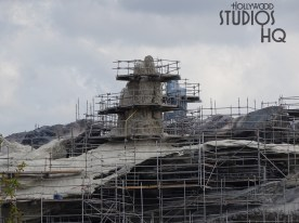 Crews continue forward with new roofing construction as well as additional structural assembly with welding. Photos below reveal a final mountain range surface coating application effort in progress. Stay tuned here at Hollywood Studios HQ for the latest Batuu Planet news. Star Wars: Galaxy's Edge. Disney's Hollywood Studios. Photo by John Capos