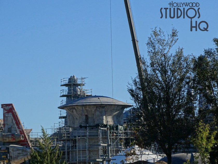 Crews have completed the circular dome roofing on another structure.Work continues to expand the mountain range final surface coating. Hollywood Studios HQ brings viewers new weekly close up construction reports. Star Wars: Galaxy's Edge. Disney's Hollywood Studios. Photo by John Capos