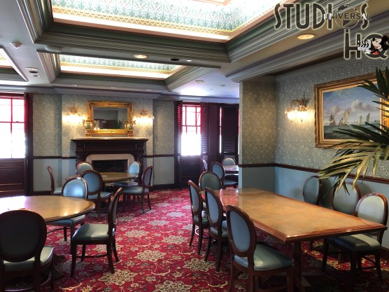 Located in the San Francisco area of Universal Studios, the Lombard's Seafood Grille offers annual pass holders exclusive seating on their second level for full service seafood dining. With a choice of either indoor or outdoor scenic view seating, UOAP guests enjoy a beautifully appointed dining atmosphere. Beginning August 13, 2020 for a limited time, Lombard's offers a $45 per guest sampler lunch special for annual pass holders only, which can be prepared gluten free upon request. Diners are served a trio of samples of appetizer, entree, and dessert from a special menu. Stay connected to Hollywood Studios HQ for the latest Park dining updates. Universal Orlando. Photo by John Capos