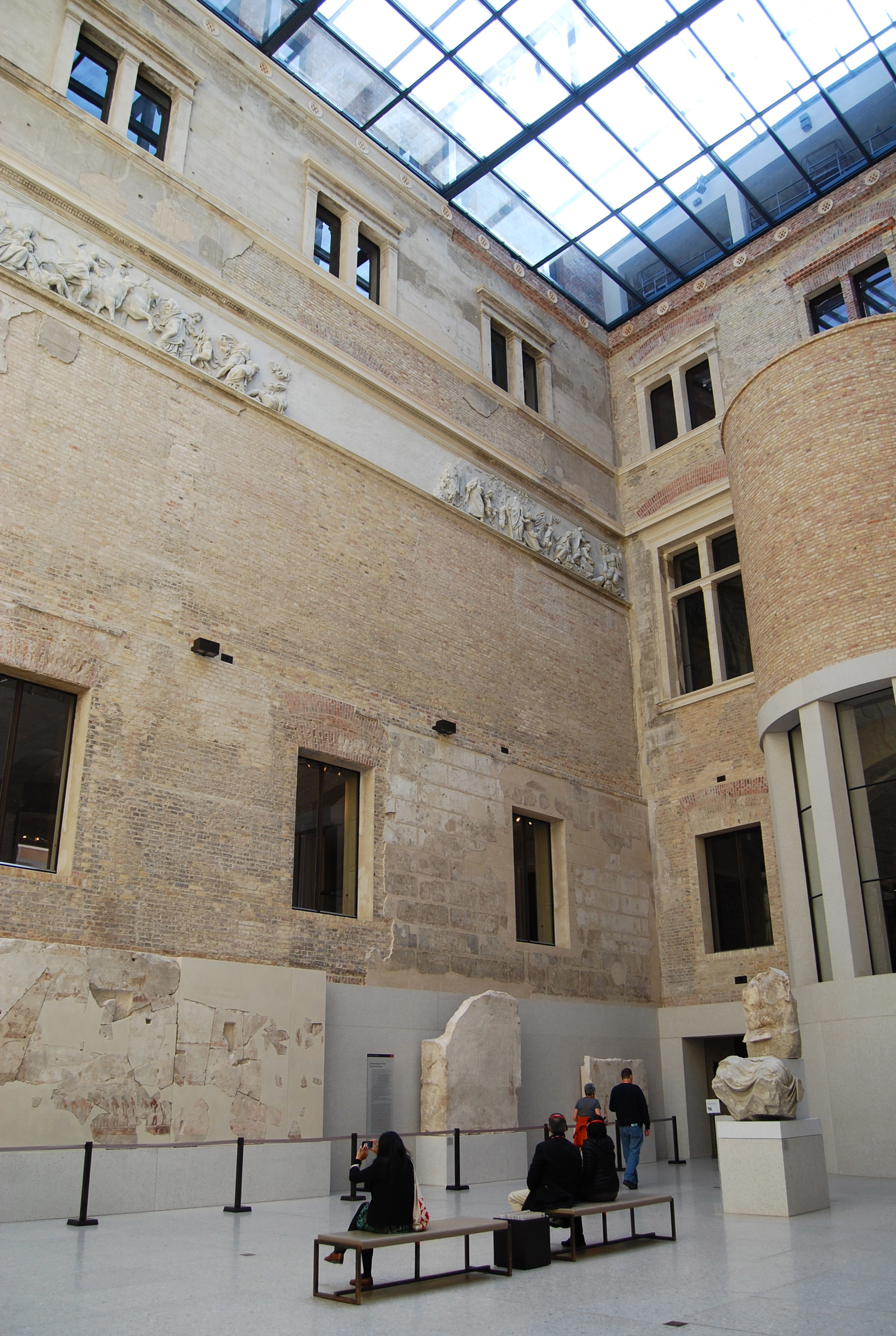 neues museum berlin restored by david chipperfield. Black Bedroom Furniture Sets. Home Design Ideas