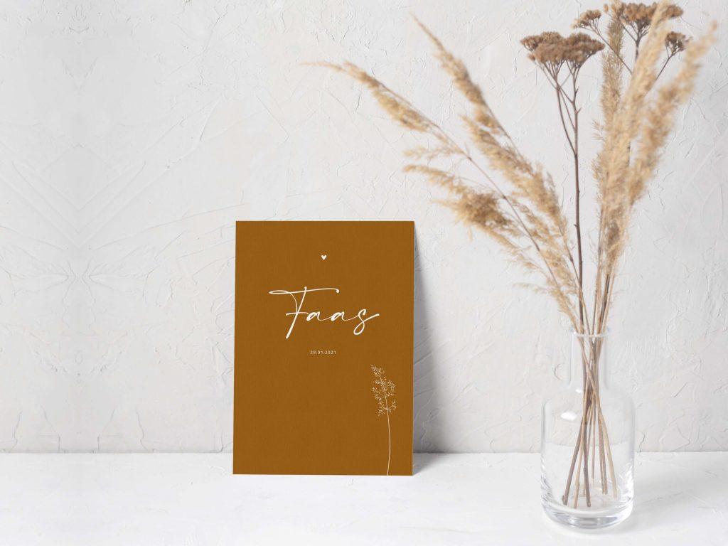 Geboortekaartje-linnenpapier-minimalistisch-okergeel