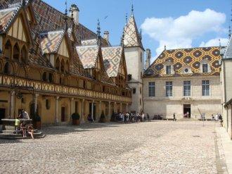 Hôtel-Dieu - dziedziniec