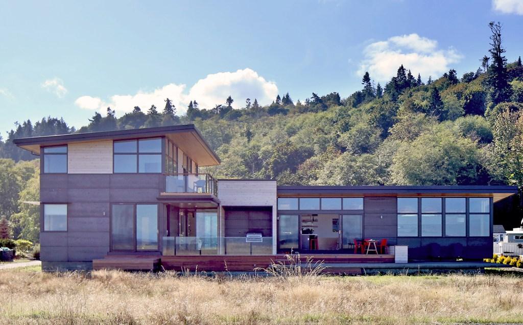 kingston beach house modern exterior