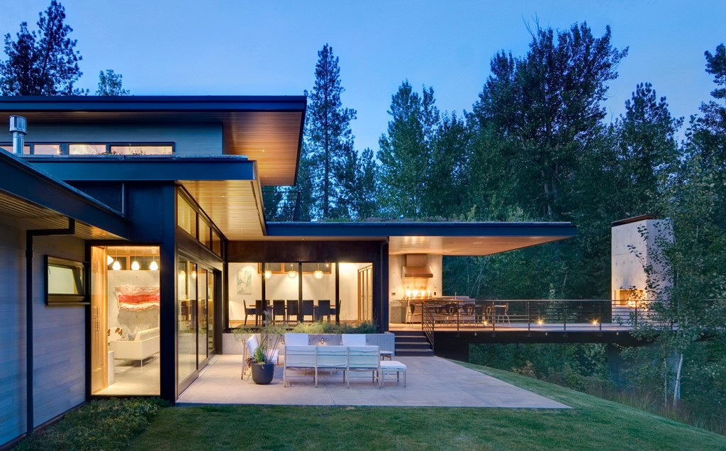 Exterior view of modern custom home in Montana